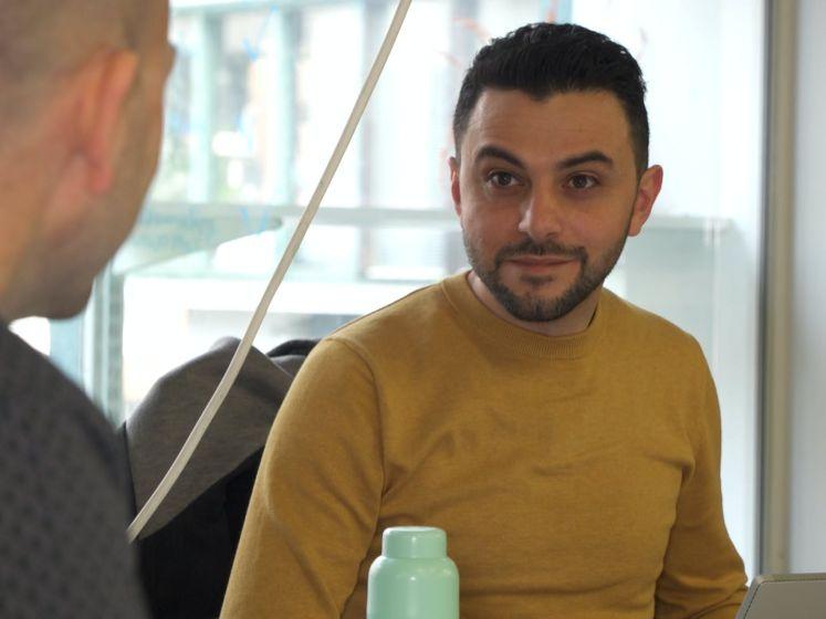 Syrische journalist Somer moest vluchten voor Islamitische Staat, nu werkt hij in Nederland