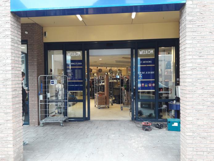 De werkzaamheden gingen ondanks het verbod gewoon door bij Jan Linders in Sint Anthonis.