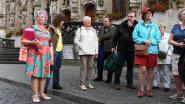 """Lucie 'the Queen' Mertens (78) viert 50 jaar stadsgids in Leuven in mineur: """"Maar mijn feest komt er, desnoods in 2220"""""""