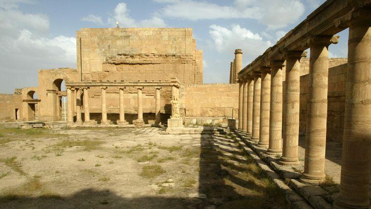 Beeld uit 2003 van het koninklijk paleis van Hatra, in het noordwesten van Irak. Volgens Unesco heeft IS de stad deze maand verwoest. Beeld AFP