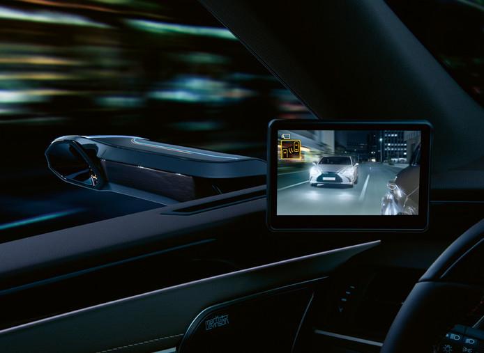 Schermen en camera's vervangen de buitenspiegels in de Lexus ES 300h
