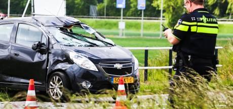 Auto over de kop geslagen op N217