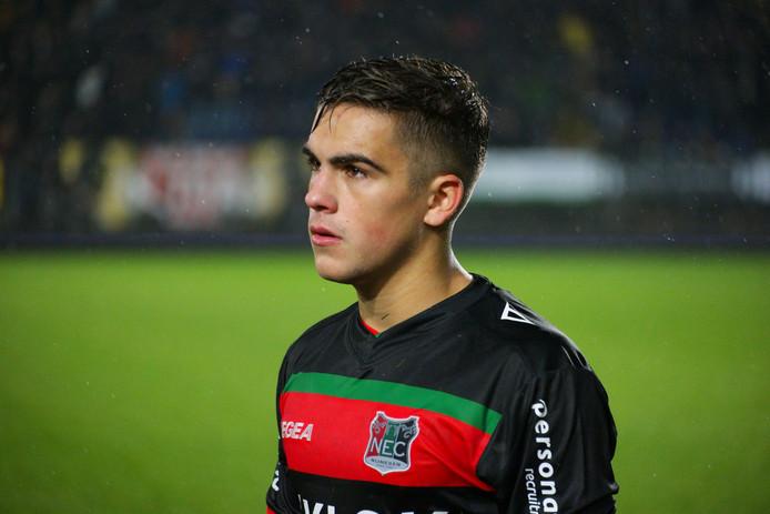 De teleurstelling druipt bij NEC-verdediger Bart van Rooij van het gezicht.