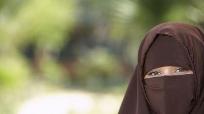Nederlandse Senaat stemt voor beperkt verbod op gezichtsbedekkende kleding
