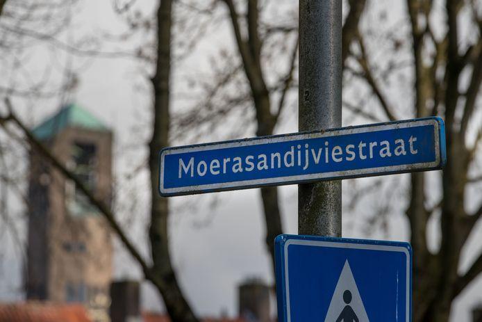 De mishandeling vond plaats op de Moerasandijviestraat in Emmeloord.