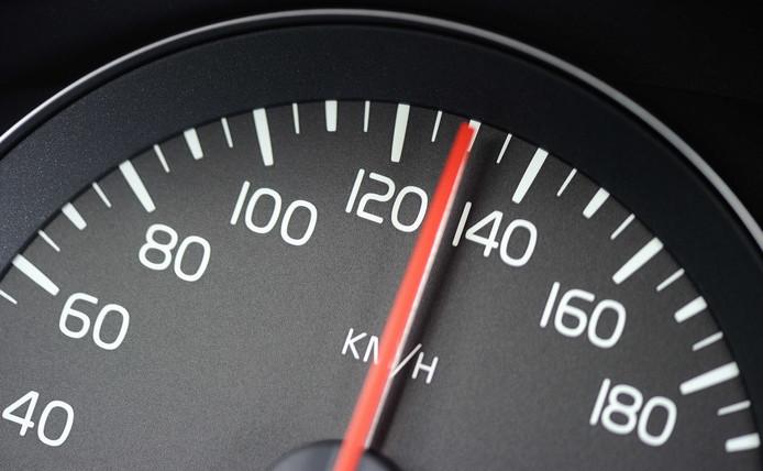 Als het aan zeven Woerdense partijen ligt, moet er een lobby gestart worden richting provincie en ministerie om de snelheid op de A12 te verlagen van 130 naar 100 kilometer per uur.