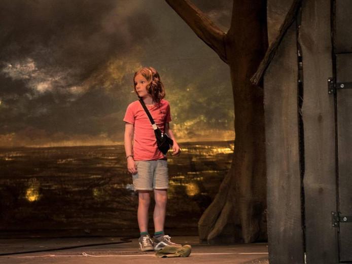 Scène uit 'Hoe de grote mensen weggingen en wat er daarna gebeurde' foto Kurt van der Elst