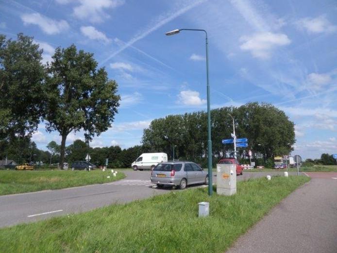 Kruispunt Neer Andelse weg-Parallelweg- Middenweg.