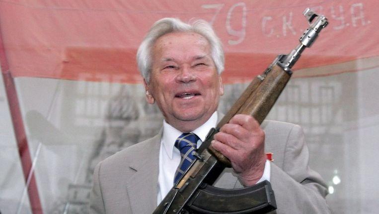 Mikhail Kalasjnikov in 2007 bij de viering van het 60-jarig bestaan van zijn geweer. © epa Beeld