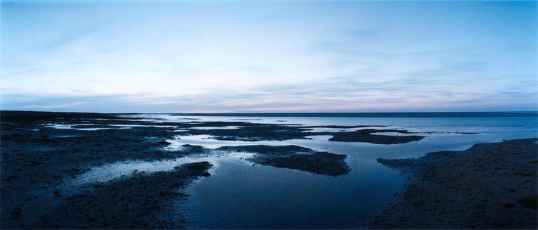 Nachtelijk blauw landschap op Ameland Beeld Chrystel Lebas