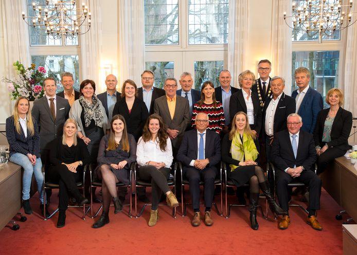 De nieuwe gemeenteraad van Oisterwijk: in harmonie op de foto.