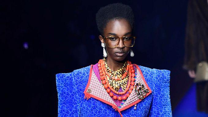 Gedaan met chokers en crop tops, Gucci brengt trends uit de jaren '80 terug