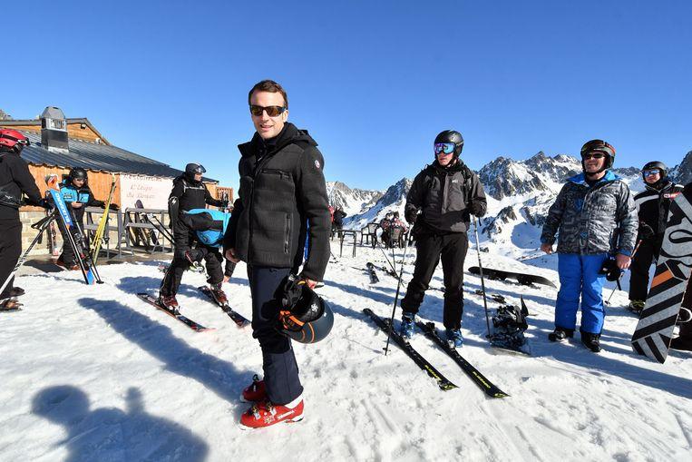 De Franse president Macron keerde vervroegd terug van skivakantie in La Mongie in de Franse Pyreneeën.