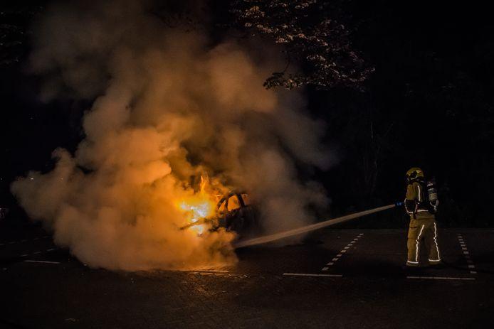 Een reeks autobranden houdt Leidschendam al sinds het voorjaar in zijn greep. Vannacht ging auto nummer 19, die geparkeerd stond in de wijk Prinsenhof in vlammen op.