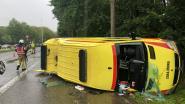Ambulancier zwaargewond na crash met Porsche in Wijnegem