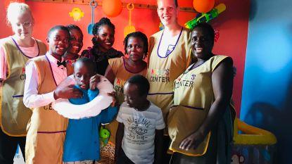 Studentes Lise en Delphine openen sensorische ruimte in Oeganda