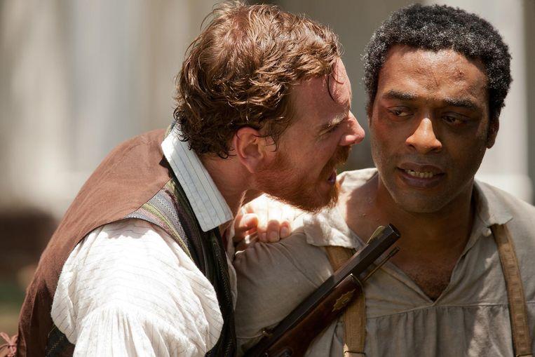 Michael Fassbender (links) en Chiwetel Ejiofor in 12 Years a Slave. Beeld Milwaukee Journal Sentinel
