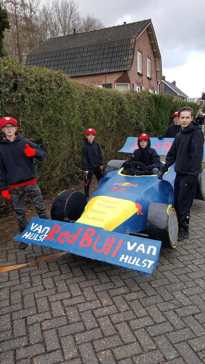 CV Mooi Geklooi met hun Max Verstappen-bolide.