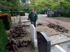 Bomen weg om meer ruimte te maken op Hardinxveldse begraafplaats