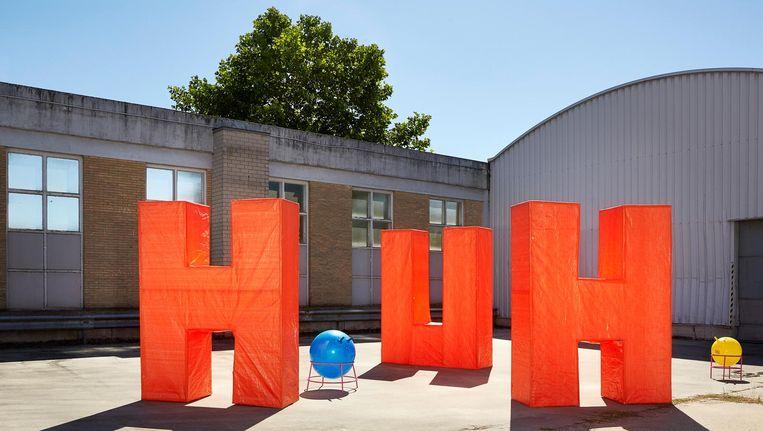 De drie letters die op het Museumplein zijn verschenen, op archiefbeeld Beeld Pauline Wiersema