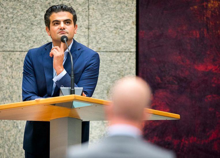 Eensgezind was de Kamer pas toen ex-PvdA'er Kuzu weigerde zich kritisch uit te laten over de jacht op vermeende Gülenaanhangers in Turkije. Alle fractievoorzitters meldden zich bij de interruptiemicrofoon om hem de les te lezen Beeld anp