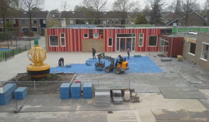 Het terrein van de Lichtboei ligt er stil bij nu de school gesloten is om het coronavirus.