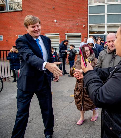 Koning brengt verrassingsbezoek aan Rotterdam-West: van hippe koffiebar naar voormalig illegaal casino