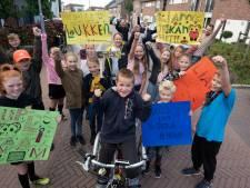 Liam (10) fietst 40 kilometer voor zijn spierziekte Duchenne: 'Je kán het, Liam, let's go!'