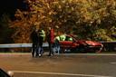 Een van de wagens raakte bij het ongeluk in de vangrail langs de A50.