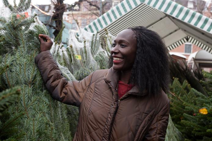 Ann Nekesa uit Kenia zoekt een mooie kerstboom