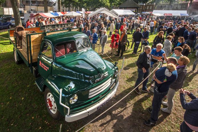 Twee jaar geleden was een gerestaureerde Bedford van De Leyer blikvanger op bierfestival pROOSt in Hilvarenbeek.