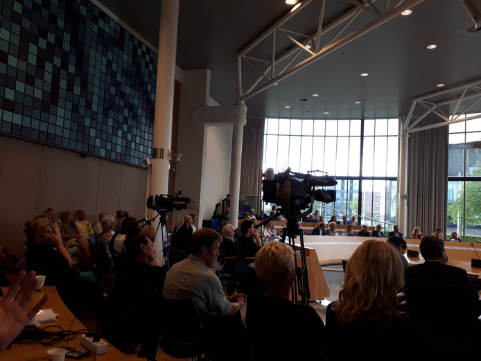 De zaal van het provinciehuis in Flevoland was goed gevuld