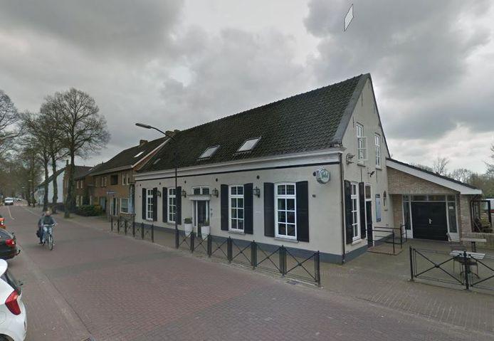 Herberg 't Wapen van Cromvoirt aan de Sint-Lambertusstraat.