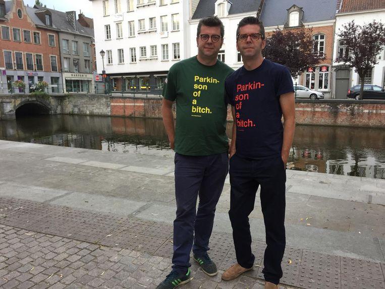 Thomas Renders en zijn tweelingbroer Maarten, die sinds zijn 29ste aan Parkinson lijdt.