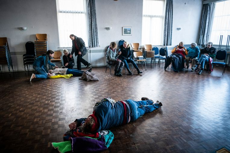 In het crisiscentrum aan de Noordwolderweg worden de 'slachtoffers' opgevangen. Beeld © Kees van de Veen
