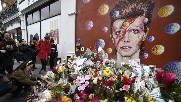 De muurschildering met een afbeelding van David Bowie in Londen. Beeld epa