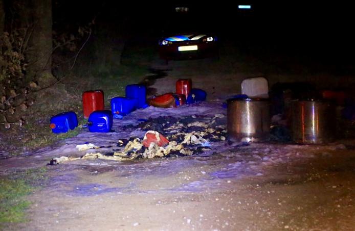 Drugsafval op het terrein van de Nuenense familie.