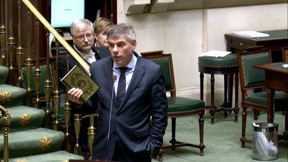 Dewinter zwaait met Koran in de Kamer