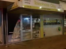 'Twee of drie personen' breken in bij Waalwijkse telefoonzaak en halen vitrines leeg