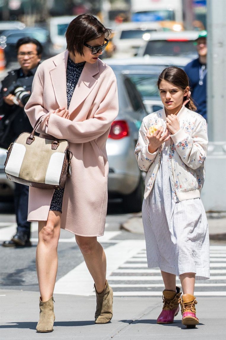 Katie Holmes en dochter Suri gaan in het weekend samen op stap.