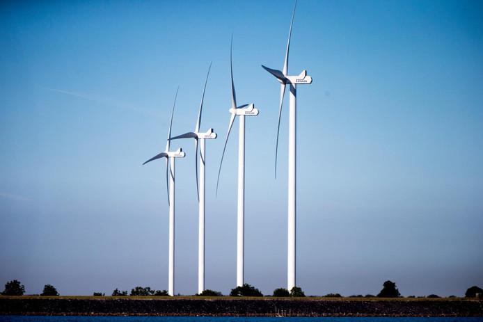 Windmolens: in de nabije toekomst staan er vier of vijf langs de A73 bij Ewijk, als het aan de gebiedsraad ligt.