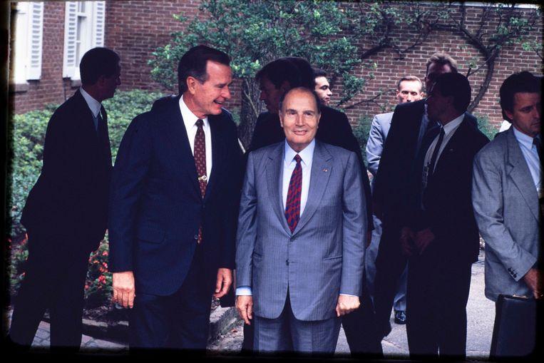 President Bush en de Franse president Mitterand op de Houston Economic Summit. Beeld Photo News