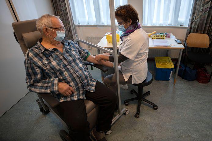 In wijkcentrum de Meerpaal is met medewerking Diagnostic voor U een prikpost ingericht.
