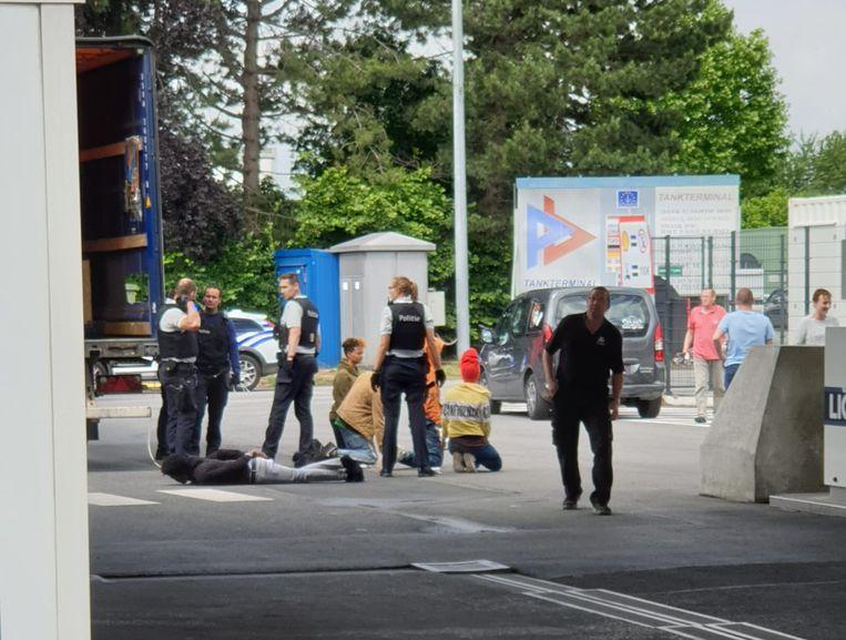 De tien transmigranten uit Eritrea werden donderdag opgepakt door de politie.