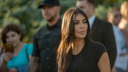 """Kim Kardashian blikt terug op overval in Parijs: """"Ik bereidde me voor om neergeschoten te worden"""""""