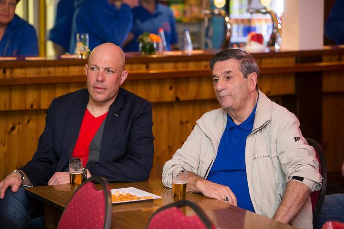 Gert Jakobs (links) tijdens een sportcafé.