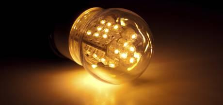 Huissen bij Kaarslicht dit jaar voor het eerst met LED-kaarsjes: 'Die waaien niet uit'