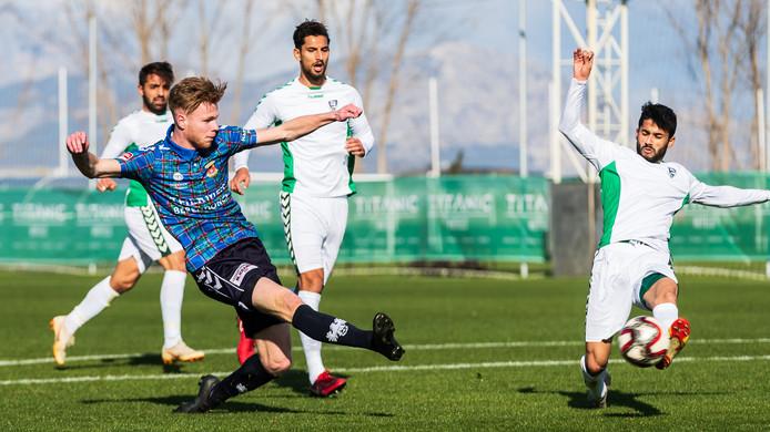 Givan Werkhoven (Go Ahead Eagles) scoort in de oefenwedstrijd tegen Konya Anadolu.
