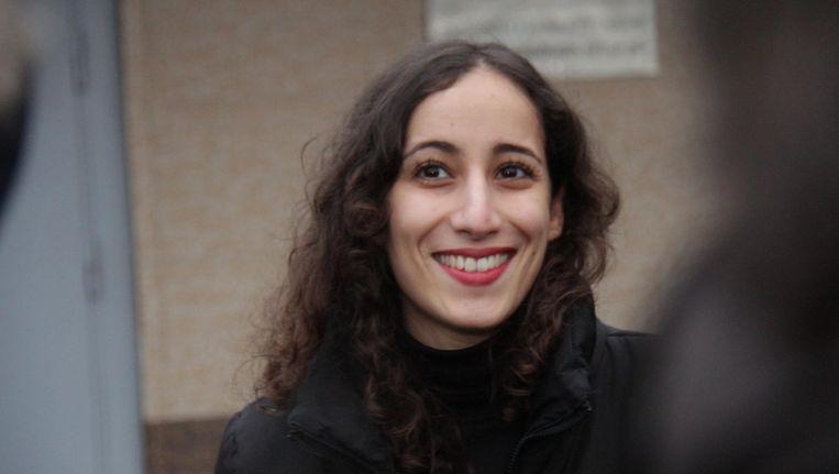 Faiza Oulahsen, een van de 30 Greenpeace-activisten van het actieschip Arctic Sunrise, is vrij. Beeld EPA