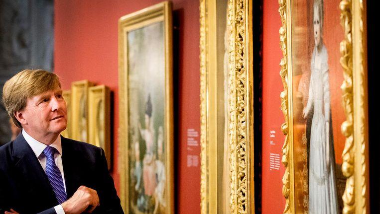 Koning Willem-Alexander tijdens de opening van de tentoonstelling Dynastie, portretten van Oranje-Nassau in het Koninklijk Paleis Amsterdam. Beeld anp